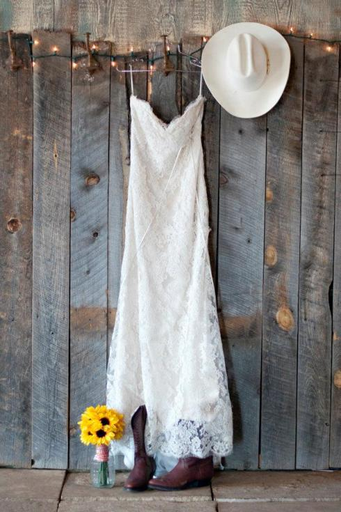 dress with bouquet, boots and hat